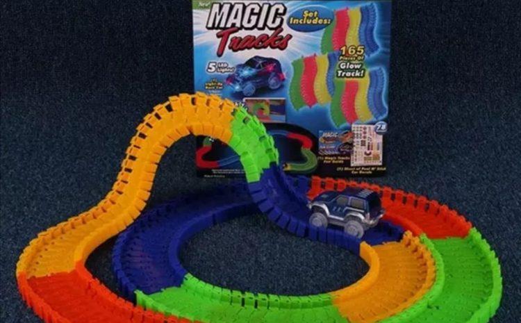 Pista Flexibila Magic Tracks, 220 Piese + Masinuta cu LED